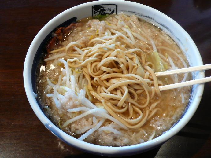新とんこつ大盛の麺