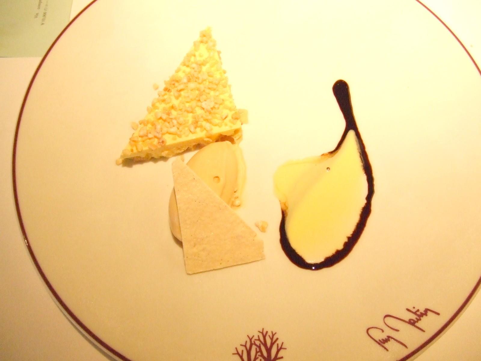 キャラメリーゼした林檎入りババロア トロワ・エピス風味
