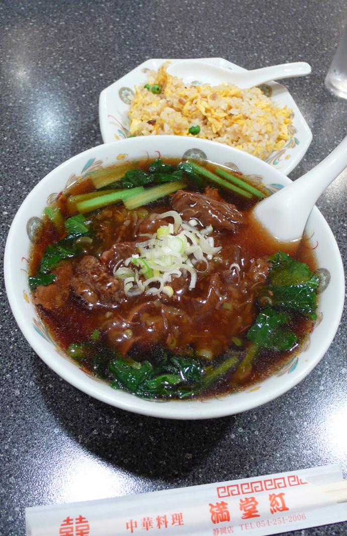 牛煮込み麺