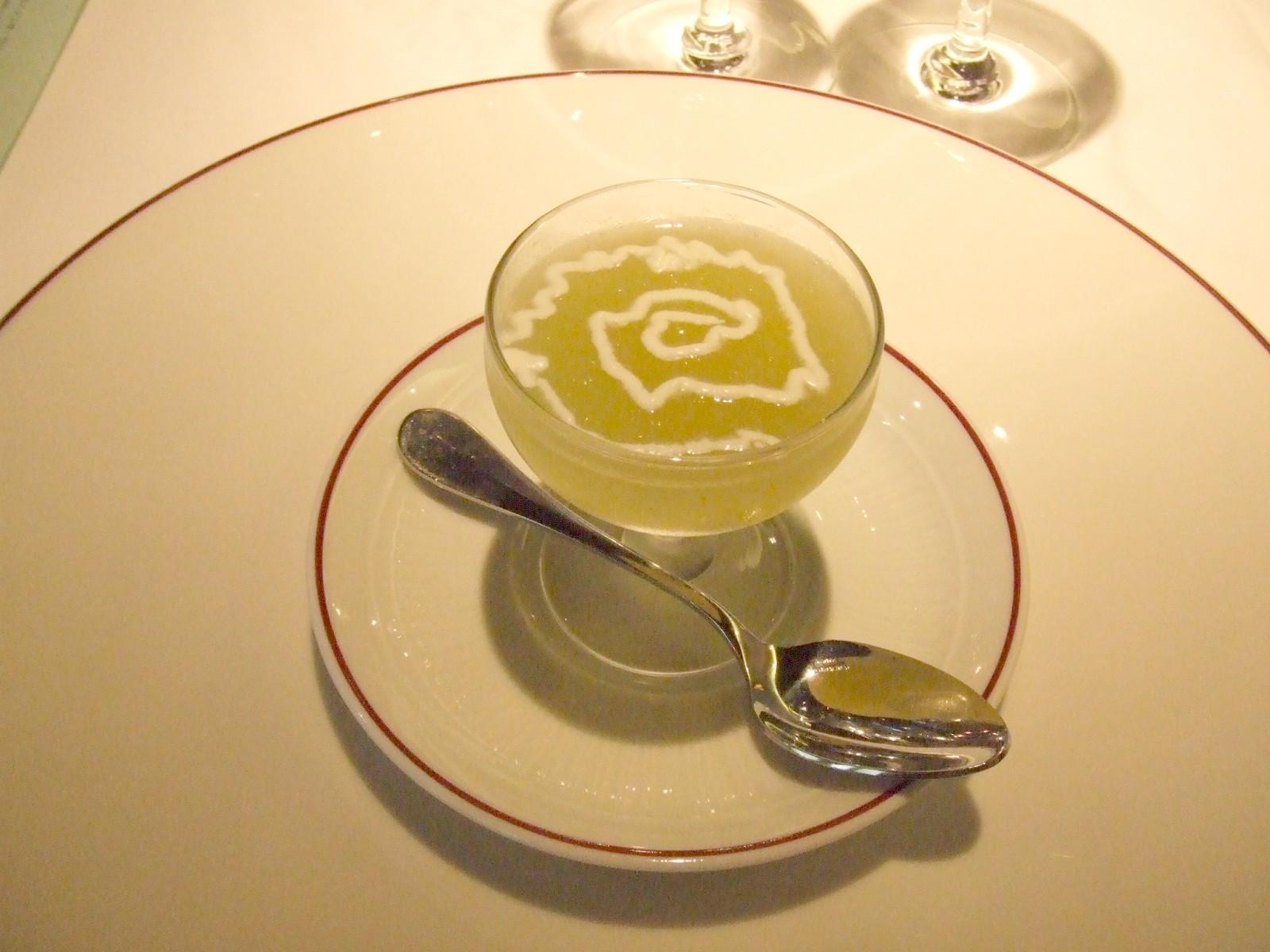 3種のメロンと大根のスープ アニス風味のクリーム