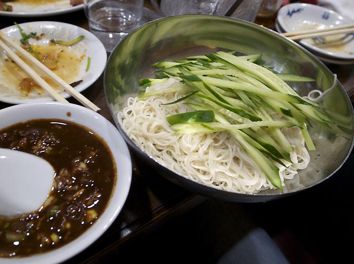 ジャージャー麺1